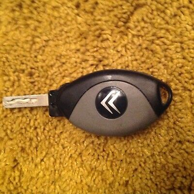 Citroen 4 bUTTON REMOTE FLIP CAR KEY