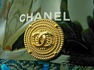 CHANEL 1 BUTTON gold   23 mm , 1 inch metal with  cc logo one pc