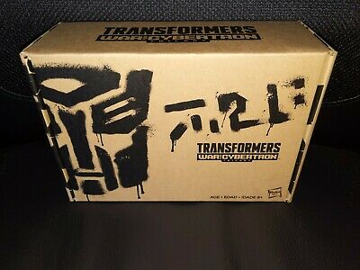 TRANSFORMERS RED WING Generations Selects War for CYBERTRON Siege Redwing Target