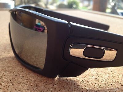 OAKLEY BATWOLF BLACK  frame w/silver icons & a POLARISED SublimE OpticS LenS