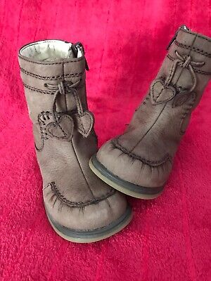 Clarks  girls  Boots UK infant 5.5 F, Very Good Condition, Real Nubuk Leather