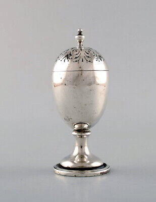 English pepper shaker in silver. Late 19th century.
