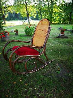 Antique Rocking Chair For Your Relaxation
