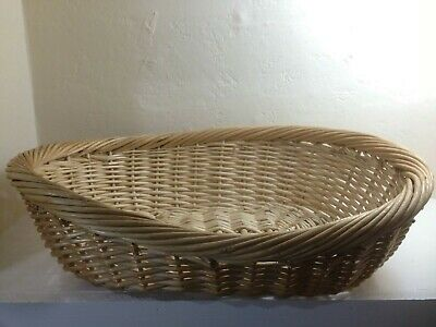 Traditional Oval Wicker Cat or Small Dog Pet Bed Basket 48x37x13 cm