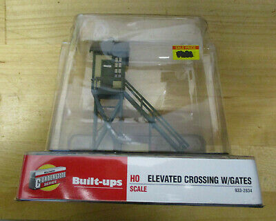 Walthers Cornerstone 933-2834 Elevated Crossing with Gates HO Scale