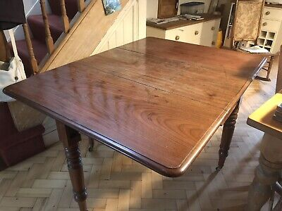 Antique (Victorian) gate-legged dining table in good condition