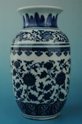chinese old Blue & White porcelain vase Hand painted flower pattern b02