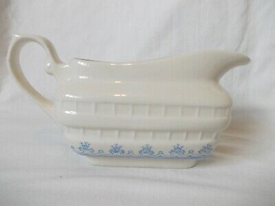 Lovely Vintage Country Farmhouse White/Blue Country Farmhouse Gravy/Sauce Boat