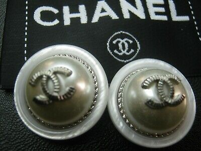 💕💕 CHANEL 2 BUTTONS white pearl silver 24mm , 1''  with  cc logo 2 💕💕