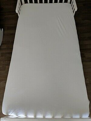 White toddler bed sheets and waterproof mattress protector