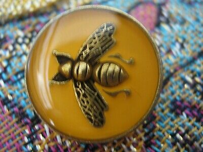 100% Gucci 🌺 1 buttons  MUSTARD COLOR  brass BEE 14 mm   ❤️ ADORABLE