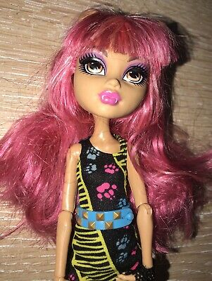 Monster High Doll - Howleen Wolf - Pack Of Trouble Plus Stand
