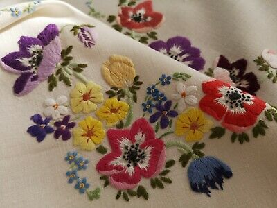 Exquisite Vtg Hand Embroidered Linen  Fairistytch Anemone Tablecloth/Runner