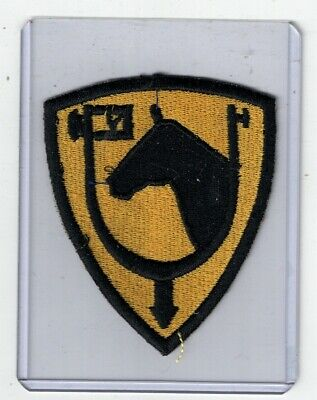 b1524  WW 2 US Army 61st Cavalry shoulder patch machine embroidered R2D
