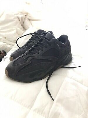 GENUINE ADIDAS YEEZY Boost 700 Utility Black UK 8.5 (EU 43
