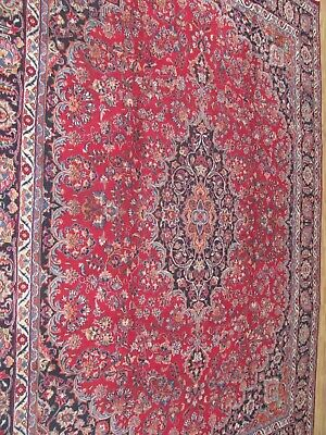 AN EXCELLENT OLD HANDMADE TRADITIONAL ORIENTAL CARPET (375 x 293 cm)