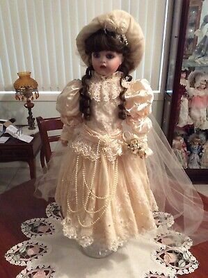Dolls Porcelain Bride Beautifully dressed. Good condition.