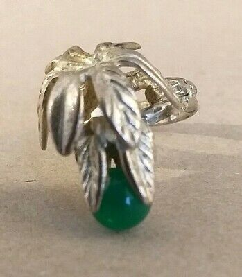 Beautiful Vintage Costume Jewellery Ring.silvertone With Green Stone.
