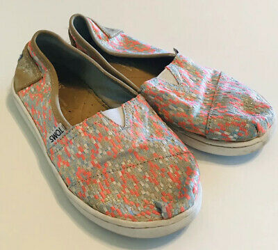 TOMS Youth Girls Classic Slip On Shoes Flats Size Y 2