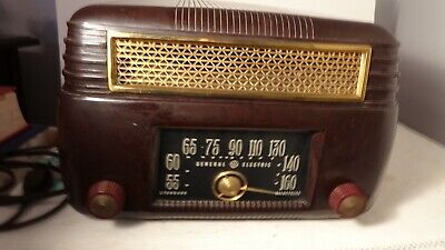 vintage General Electric Model 202 bakelite tabletop radio.
