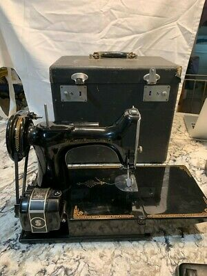 Vintage Singer Featherweight Sewing Machine - 1946 - Black - With Case