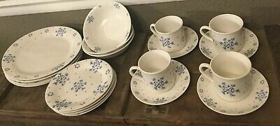 Gibson Everyday China Dishes Snow Festival Snowflakes 19 Piece Excellent!