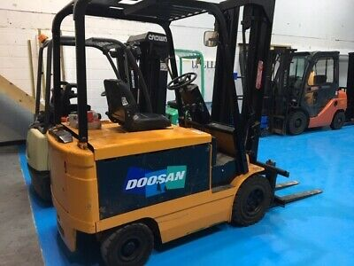 ELECTRIC FORKLIFT TRUCK  - 2000 Kg Model - with Side Shift- very good battery