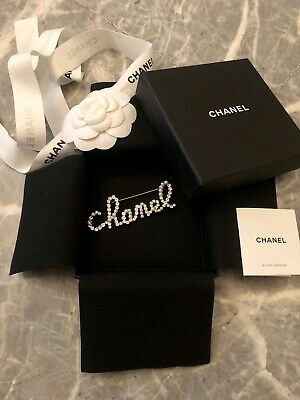 CHANEL in the Snow runway 2019 BROOCH Fall winter 2019