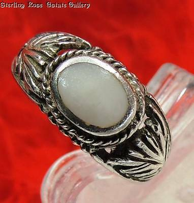 Young Ladies Inlaid MOP Sterling Silver 0.925 Estate Cocktail RING size 4