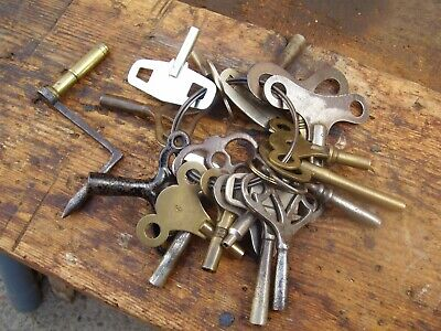 Large Bunch Of Antique / Vintage Clock keys, 18 In Total