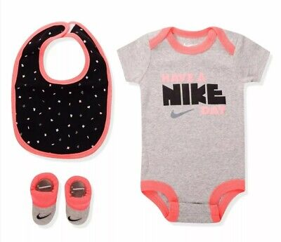 Nike 3 Piece Infant Set Baby Girls 0-6 Months Have A Nike Day New