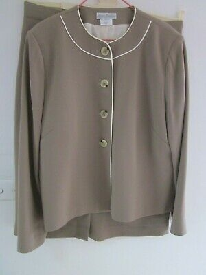Beautiful Skirt Suit In Fine Wool, By Anna Middleton,Size 14-16