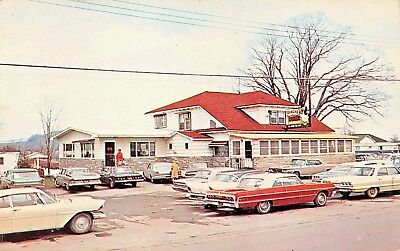 MADISON NEW YORK~QUACK'S DINER-U.S ROUTE 20-FULL PARKING LOT 1960s POSTCARD