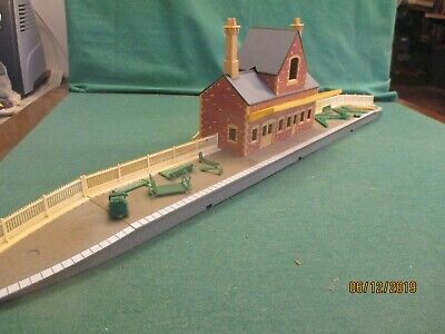 Hornby 00 Gauge R592  'Main Line Station' Boxed