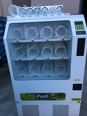 SNACK VENDING MACHINE multi priced change giving reliable