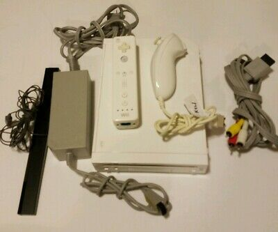 Nintendo RVL-001(USA) Wii White Video Game Console Bundle