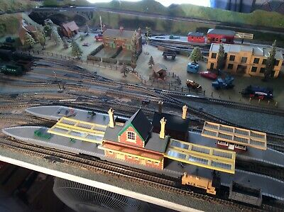 Fantastic Large Hornby Oo Gauge Layout With Trains, Scenery And Controllers.