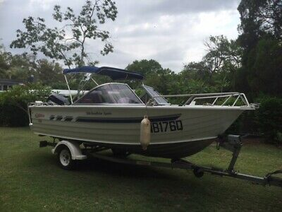 Stacer 525 Bow Rider runabout