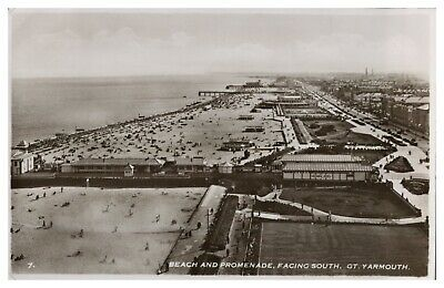 Vintage RPPC postcard Beach And Promenade Facing South Great Yarmouth