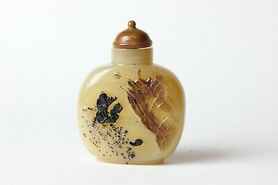 Fine Chinese Red Coral Resin Hand Carved Old Man Carring Package Snuff Bottle