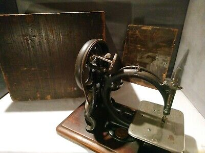 Vintage Antique Sewing Machine Wilcox Willcox & Gibbs Hand Crank Early Number