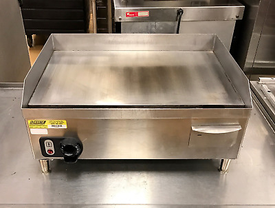 "24"" Commercial Cayenne Electric Griddle - Vollrath - Small Footprint"