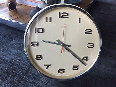 Vintage 1960s 1970s Metamec Wall Battery Clock in Cream, Chrome, Black and Red