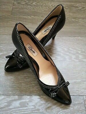 Ladies black patent leather Clarks 'Deeta Bombay' shoes size 8.