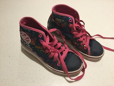 Girls Heelys dark denim blue shiny rainbow graphics bright pink laces Jnr size 2