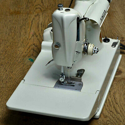 White Singer 221K Featherweight SEWING MACHINE Working Boxed +Accessories in VGC