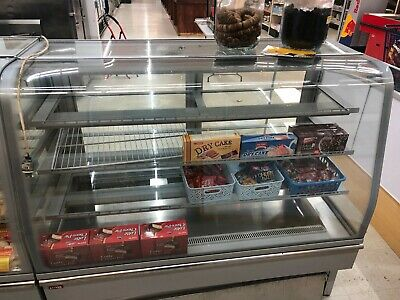 Excellent! Beverage Air CDR3-1 Curved Glass Refrigerated Bakery Display Case