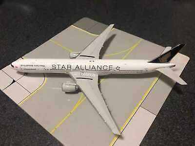 NG Model 1:400 Singapore Airlines a330-300 9v-stu /& Herpa Wings Catalogue
