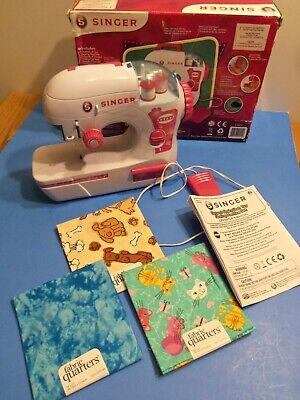 Child's Singer Sewing Machine in Box With Material and Directions