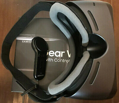 Samsung SM-R325NZVAXAR Gear VR with Controller - Compatible with Galaxy S9+,